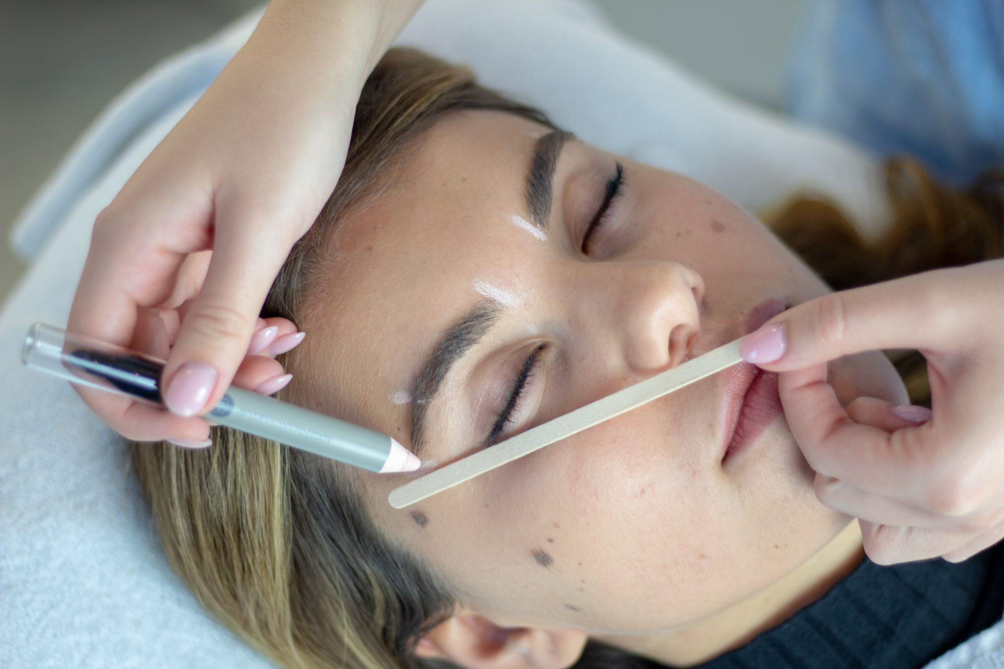 Ausbildung zur Wimpern- und Augenbrauenstylistin